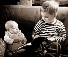 5 great reasons to read to a baby at bedtime