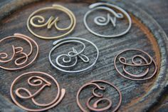 Personalized cursive letter copper, brass or German silver bookmark, monogram, metal bookmark Wire Letters, Cursive Letters, Wire Crafts, Jewelry Crafts, Wire Wrapped Jewelry, Wire Jewelry, Wire Bookmarks, Wire Jig, Bijoux Fil Aluminium