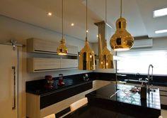cozinha-com-pendente-dourado