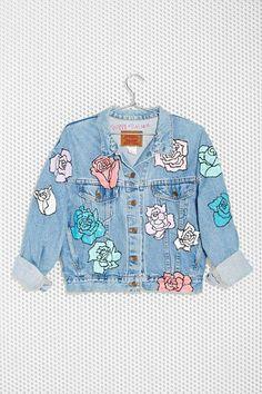 Nasty Gal x Peggy Noland Hand Painted Denim Jacket - Jackets Painted Denim Jacket, Painted Jeans, Painted Clothes, Hand Painted, Painted Roses, Look Fashion, Diy Fashion, Modest Fashion, Jean 1