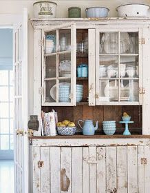 Perfect hutch for our home. Need to find something similar or redo the look. Will be my next project!!