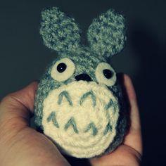 http://fluffylink.deviantart.com/art/Totoro-516286278