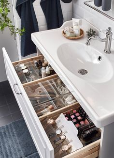 A romantic, relaxing washroom - IKEA Bathroom Drawer Organization, Bathroom Organisation, Makeup Organization, Room Organization, Bathroom Makeup Storage, Organized Bathroom, Organize Bathroom Drawers, Organisation Ideas, Bad Inspiration