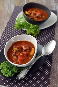 Węgierska zupa gulaszowa Soup Recipes, Cooking Recipes, Polish Recipes, Polish Food, Chana Masala, Curry, Food And Drink, Tasty, Lunch