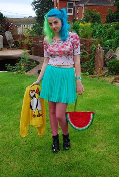 I shouldn't like this but I do it's fun and look at the watermelon bag :) x