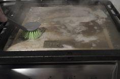 Cum curățăm filtrele de la hotă cu praf de copt si bicarbonat de sodiu - magazinul de acasă Clean My House, Cleaning, Kitchen, Home Decor, Shake, Houses, Cooking, Decoration Home, Smoothie