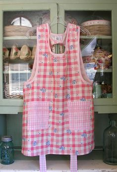 Grandma Old Fashioned Pink 40's, click to go back to Grandma aprons