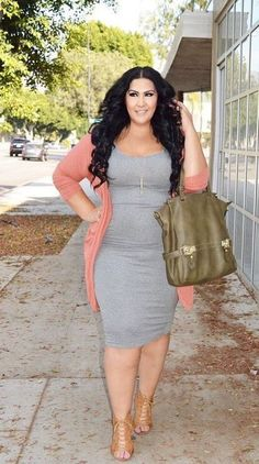Curvy style inspiration: Layer a colorful cardigan over a body-con dress for a spring feel. Best Picture For Plus size fashion for women over 60 For Your Taste You are looking for something, and it is Summer Outfits 2017, Summer Outfits Women, Spring Outfits, Xl Mode, Mode Plus, Casual Work Outfits, Curvy Outfits, Outfit Work, Casual Wear