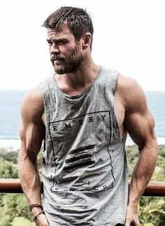 Chris Hemsworth for Men's Health Australia. Chris Hemsworth for Men's Health Australia. Chris Hemsworth Thor, Chris Hemsworth Workout, Chris Hemsworth Muscles, Chris Hemsworth Tattoo, Beautiful Celebrities, Gorgeous Men, Hemsworth Brothers, Beard Look, Hommes Sexy