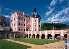 Průčelí zámku v Bečově nad Teplou