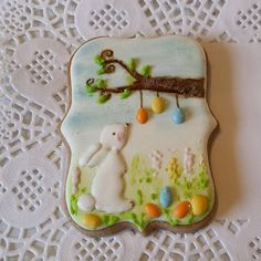 At Easter, its a popular tradition to hang brightly coloured eggs from the branches of trees. #twiceuponatimecookies  #cookies #easterjoy #eastercookies #easterbunnies #decoratedcookies #decoradas #galletas #bolachasdecoradas #icedbiscuits #icedcookies #instacookies #spring