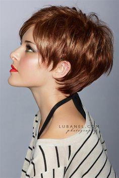 I adore this cute girly cut! Some day when I an brave enough to say good bye to my hair I will be getting this one! la couleur est belle.