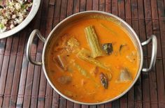 YUMMY TUMMY: கார குழம்பு / Kara Kulambu / Brinjal & Drumsticks Cooked in a Spicy Onion Coconut Gravy