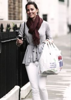 kate middleton street style classy always! Warm Outfits, Winter Fashion Outfits, Look Fashion, Autumn Winter Fashion, Cute Outfits, Kate Middleton Outfits, Kate Middleton Style, Amelia Dress, Duchess Kate