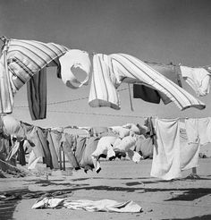 LAUNDRY IN THE DESERT (1942)  photo by Cecil Beaton