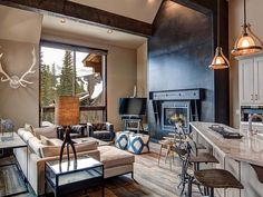 VRBO.com #793168 - Shockhill Modern Mountain Luxury Ski Home with 2 Masters Bedrooms