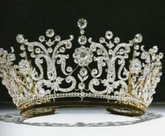 PRINCESS MARGARET'S WEDDING TIARA How magnificent and regal! I think it's incredible that this tiara can be converted into a necklace - what a stunning piece of jewellery it must make on the neckline! ~ (The Poltimore Tiara, a gift from H. Royal Crowns, Royal Tiaras, Crown Royal, Tiaras And Crowns, Tiara Images, Princess Margaret Wedding, Poltimore Tiara, Looks Kate Middleton, Jewelry