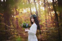 Vous le savez, je suis fan des mariages avec une touche de bohème. J'ai eu un gros coup de coeur pour cette séance d'inspiration: The enchanted forest! You know it, I love the wedding with a bohemian touch. I had a big crush on this inspiration photoshoot: The enchanted forest!