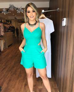 ✨COLEÇÃO FESTAS✨ Ainda não comprou o seu look do réveillon? Não perca tempo!! Corra pra cá... . . Macaquinho em linho: 239,90; Cores: verde e branco; Tamanhos: P, M e G. . . #newsemporio #newcollection #partycollection #modafeminina #lojavarejo #vendaonline #moda #roupafeminina