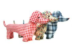 almohadon perro salchicha - Buscar con Google Dachshund, Cushions, Pillows, Make Your Own, Dinosaur Stuffed Animal, Projects To Try, Dolls, Sewing, Pattern