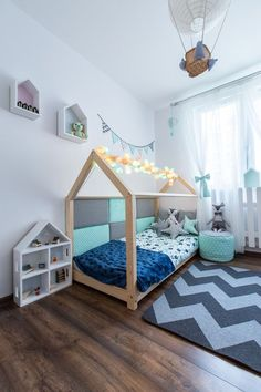 Toddler floor beds are the new hot thing for nurseries. We're convinced that you'll be obsessed after seeing this compilation of Montessori toddler rooms! Baby Bedroom, Kids Bedroom, Montessori Toddler Rooms, Montessori Education, Toddler Floor Bed, Above Couch, Types Of Beds, Cot Bedding, House Beds