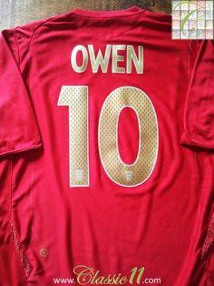 Relive Michael Owen's 2006/2007 international season with this original Umbro England away football shirt.