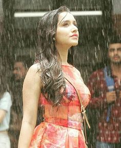 Shraddha Kapoor Bollywood Actress pic from Half Girlfriend Bollywood Actress Hot Photos, Bollywood Couples, Bollywood Actors, Bollywood Celebrities, Bollywood Fashion, Bollywood Outfits, Indian Bollywood, Indian Sarees, Prettiest Actresses