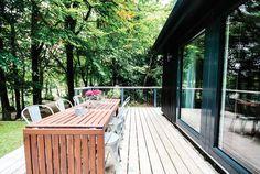 Home owners Egon Walesch & Richard Goodwin… European House, Retro Chic, Verona, Deck, Homes, Outdoor Decor, Photography, Home Decor, Houses