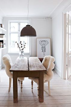 Furnishings and Decor: Thecozyspace