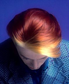 Image uploaded by clairebear. Find images and videos about hair and david bowie on We Heart It - the app to get lost in what you love. Lady Grinning Soul, Hair Inspo, Hair Inspiration, David Bowie Fashion, David Bowie Ziggy, Idole, Ziggy Stardust, Mick Jagger, Glam Rock