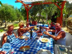 Accommodaties op Kreta Griekenland met actief programma koken en vakantie – Zorbas Island apartments in Kokkini Hani, Crete Greece 2020 Accommodations in Crete, Greece with active program Mykonos Greece, Crete Greece, Athens Greece, Holiday News, Cooking Courses, Greek Cooking, Greece Holiday, Greek Isles, Cooking With Olive Oil