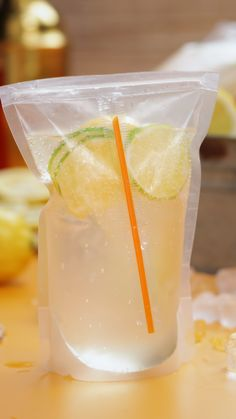Capri Suns are our favourite childhood drinks and we've made a boozy adult version! mix up your favourite cocktails in these picnic friendly containers! # Food and Drink dinner 21 day fix Adult Capri Suns Party Drinks, Fun Drinks, Healthy Drinks, Picnic Drinks, Nutrition Drinks, Beverages, Dessert Healthy, Healthy Recipes, Dinner Healthy