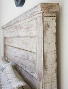 """Piękny, """"zimowy"""" zagłowek! Kolor Old White lub Pure położony na surowym drewnie, zawoskowany i moocno przetarty papierem ściernym, ponownie zawoskowany da właśnie taki efekt!"""