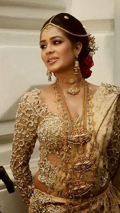Hot Indian Fashion 2019 Enjoy Hot Indian Fashion 2019 Collection and Best Entertainment Clips just at HDXPORN. Pakistani Bridal, Bridal Lehenga, Saree Wedding, Wedding Bride, Indian Bridal Fashion, Asian Fashion, Sri Lankan Bride, Bridesmaid Saree, Indian Wear