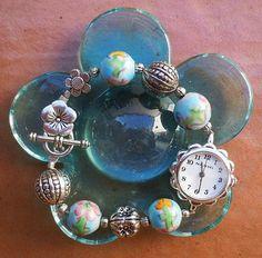 Unico..orologio in ceramica celeste dipinta a mano con metallo nickel free..chiusura a T con fiore.