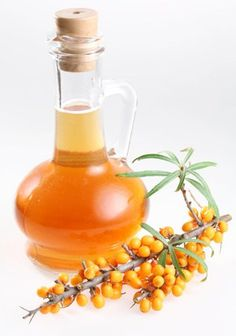 Sea buckthorn oil is extracted from plants of species from hippophae and it has a recent hype in the market.Here are some Benefits of Sea Buckthorn Seed Oil Apricot Oil, Herbal Oil, Oil Benefits, Health Benefits, Best Oils, Irish Cream, Skin Food, Oils For Skin, Herbal Medicine
