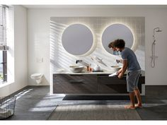 Flexibility and functionality come together and offer the possibility to think outside the box. Bathroom Furniture, Wooden Bathroom, Modern Cabinets, Thinking Outside The Box, Bathroom Inspiration, Flexibility, Real Estate, Interior Design, Mirror