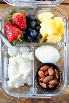 This DIY Breakfast Protein Snack Box is so easy to put together and perfect for grab and go or taking to work. These are some of my favorite breakfast foods. Fresh colorful fruit, a hardboiled egg, cottage cheese and roasted almonds for a little crunch. Protein Snacks, Healthy Snacks, Protein Box, Healthy Recipes, Protein Fruit, Healthy Protein Breakfast, Healthy Breakfasts, Snack Recipes, Lunch Snacks
