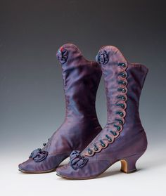 Vintage Shoes A pair of beautiful boots which once belonged to Empress Maria Feodorovna of Russia, 1880 - Victorian Shoes, Victorian Fashion, Vintage Fashion, Victorian History, 1930s Fashion, Vintage Outfits, Vintage Boots, Vintage Purses, Antique Clothing