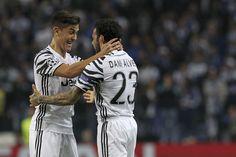 @Juventus #Alves y #Dybala celebran en Oporto #ForzaJuve #FinoAllaFine #9ine