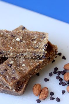 Oh i cant wait to try these!! /// Easy homemade peanut butter chocolate chip Lara Bars (sugar-free and gluten-free)