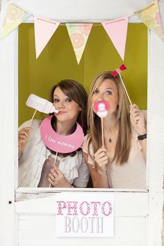 homemade photo props for baby shower                                                                                                                                                                                 Más