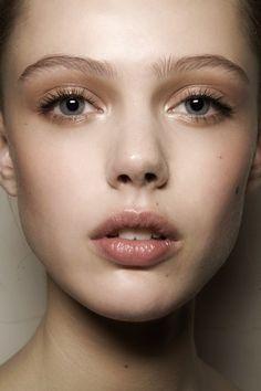 Subtle glossy make up