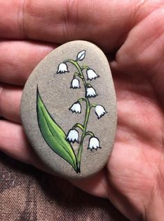 Trendy Ideas For Garden Art Projects For Kids Easy Crafts Painted Rocks - - Trendy Ideas For Garden Art Projects For Kids Easy Crafts Painted Rocks Steine bemalen Pebble Painting, Pebble Art, Stone Painting, Painting Flowers, Painted Rocks Craft, Hand Painted Rocks, Painted Pebbles, Paint On Rocks, Painted Garden Rocks