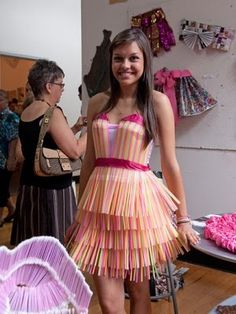 10 Summer Fashion Programs for High School Students - Teen Vogue Teen Vogue, Recycled Costumes, Recycled Dress, Recycled Clothing, Costumes For Teens, Diy Costumes, Abc Party Costumes, Paper Fashion, Recycled Fashion