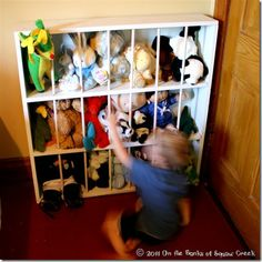 Great way to store stuffed animals! Kids understand that animals need to stay at the Zoo, so they won't mind as much when it's time to put their toys back up. Storing Stuffed Animals, Stuffed Animal Storage, Diy Stuffed Animals, Stuffed Toys, Creative Toy Storage, Diy Toy Storage, Storage Ideas, Storage Solutions, Puzzle Storage