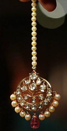 Through Elia's Eyes Tikka Jewelry, India Jewelry, Pearl Jewelry, Wedding Jewelry, Gold Jewelry, Jewelery, Maang Teeka, Kundan Set, Stylish Jewelry