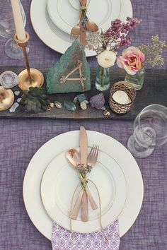 Simply beautiful wedding table setting. Love this!