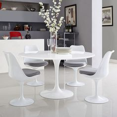 Tulip Dining Table, Pedestal Dining Table, Modern Dining Table, Dining Room Bar, Dining Tables, Kitchen Tables, White Round Dining Table, Kitchen Ideas, Round Tables