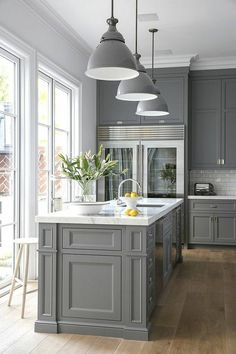Grey Kitchen - Design photos, ideas and inspiration. Amazing gallery of interior design and decorating ideas of Grey Kitchen in kitchens by elite interior designers. New Kitchen, Kitchen Renovation, Kitchen Remodel, Modern Kitchen, Home Kitchens, Transitional House, Grey Kitchens, Kitchen Design, Kitchen Dining Room